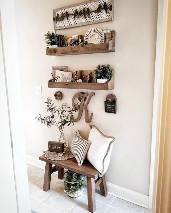 Decore a prateleira de pallet quarto com objetos especiais
