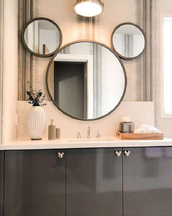Espelho em formato de Mickey para o banheiro infantil