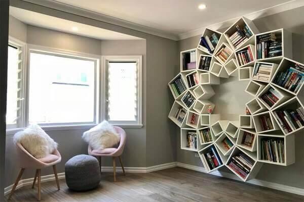 Estante branca para sala com design criativo