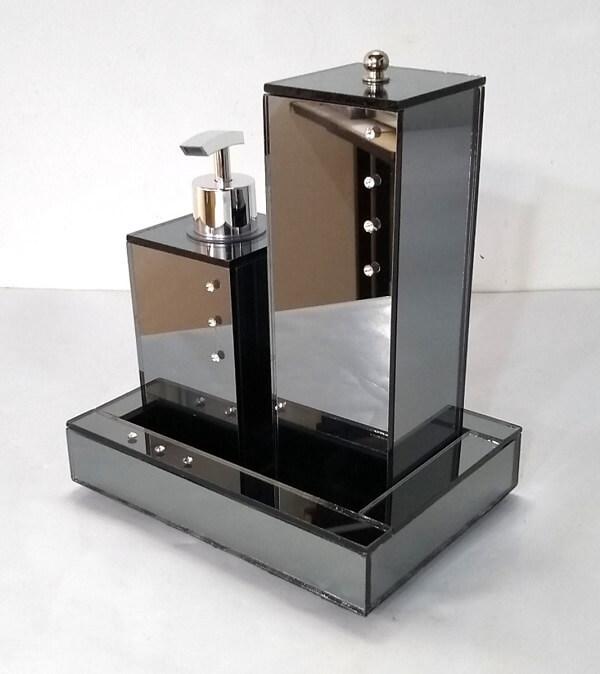 Kit banheiro feito com espelho fumê