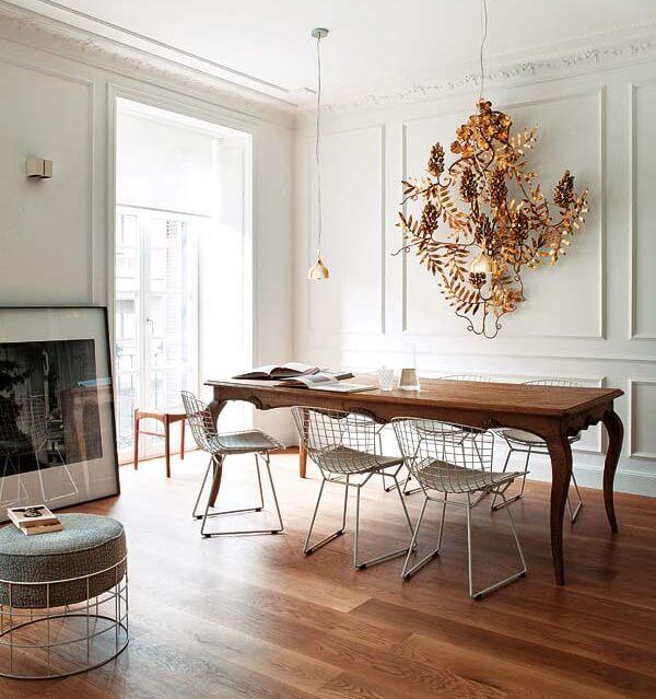Mesa de madeira e cadeira Bertoia Branca para a sala de jantar