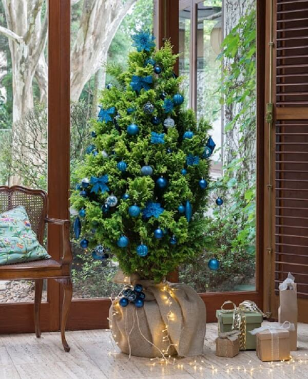 Blue decorated Christmas tree model for small rooms