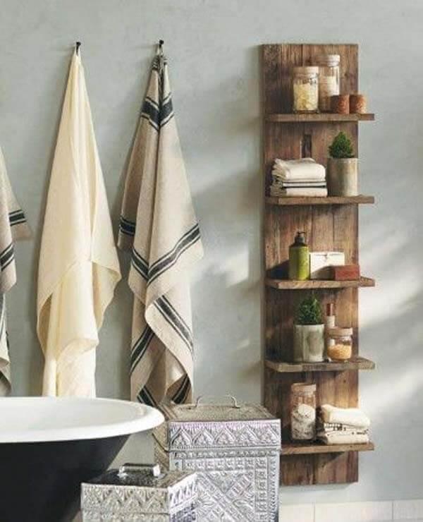 Modelo de prateleira de pallet para banheiro vertical