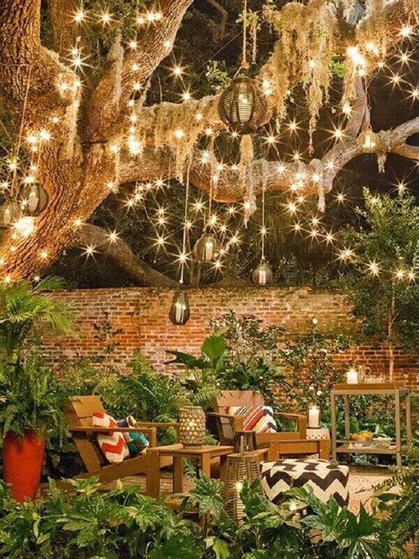 Set up a beautiful illuminated project for Christmas garden decoration