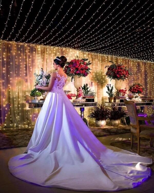 O cordão de luz pode formar um lindo painel iluminado e se tornar o grande destaque do evento