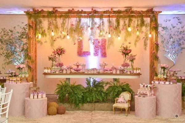 O cordão de luz é perfeito para compor a decoração de festas e casamentos