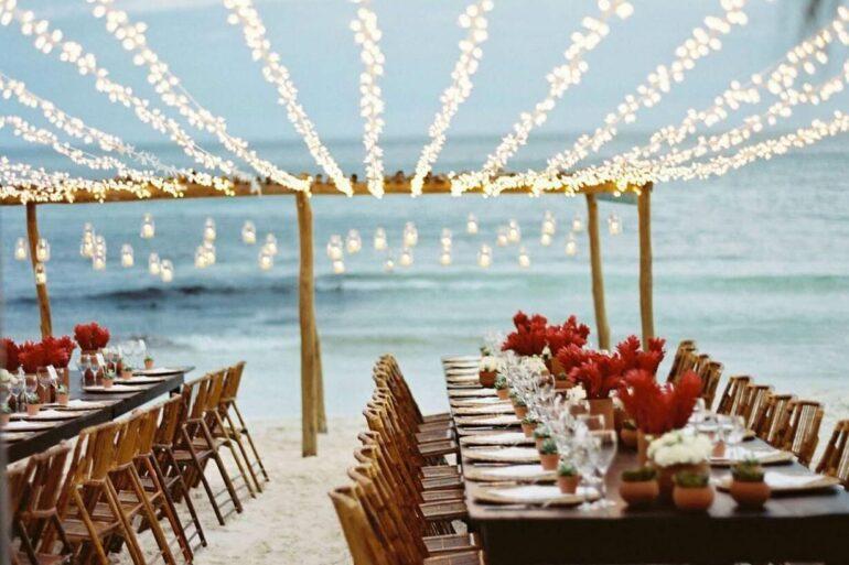 O cordão de luz decora festa ao ar livre