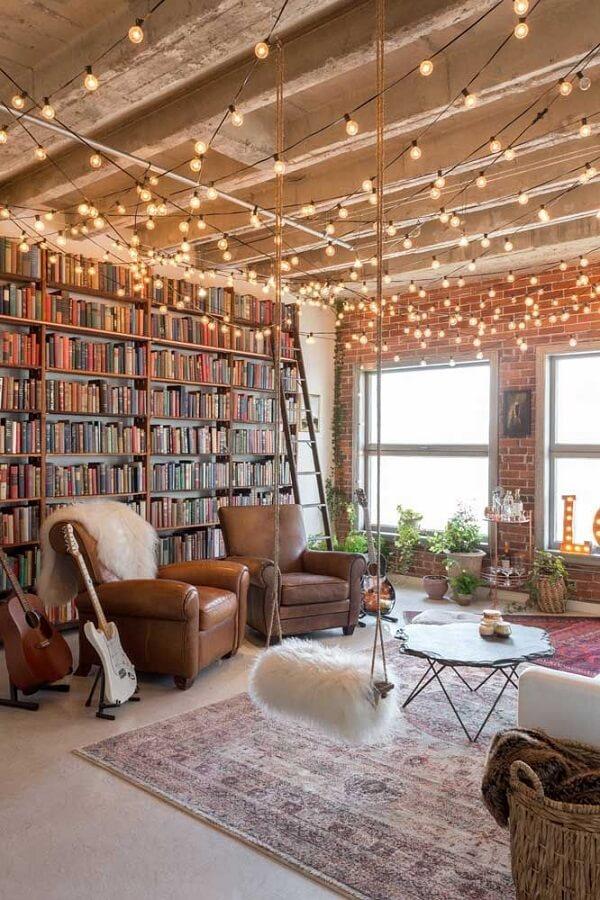 O cordão de luz lâmpadas deixou a decoração dessa sala ainda mais especial