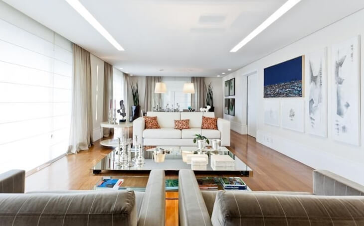 O plafon de embutir em formato retangular oferece maior dissipação de luz no ambiente