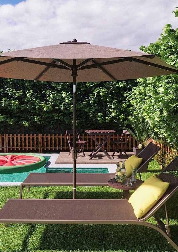 Os ombrelones grandes e pequenos são mais duráveis e resistentes do que o guarda-sol tradicional