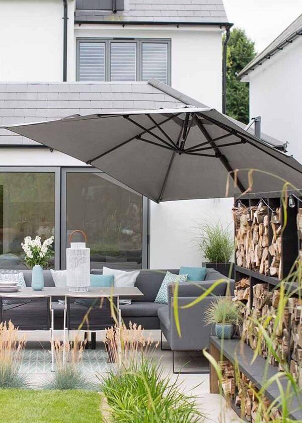 Os ombrelones laterais de parede são perfeitos para pequenos e médios ambientes
