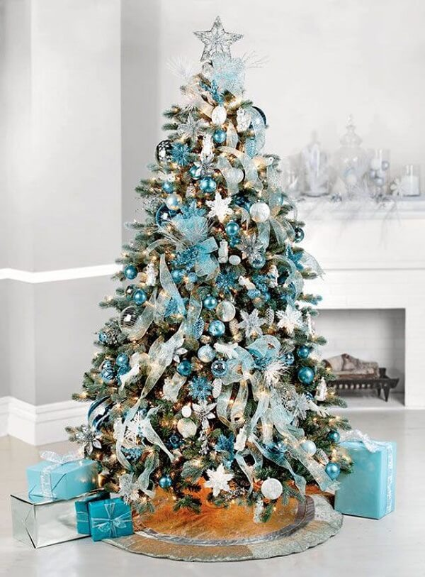 For a cleaner decoration invest in a blue and silver tree