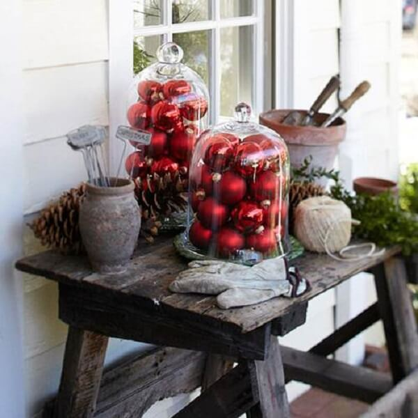 Reserve a special corner to form the Christmas decoration for outside garden