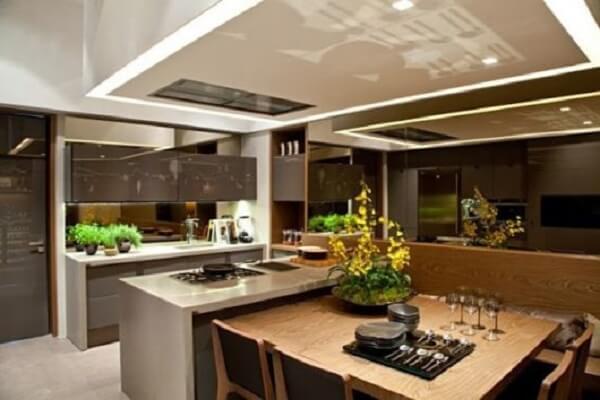 Sofisticação e elegância na cozinha espelho fumê