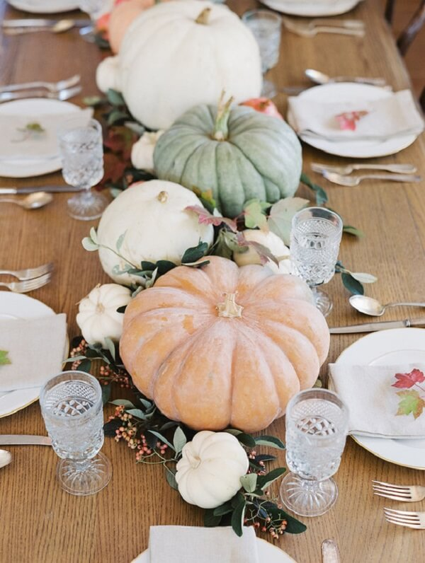 Use the Halloween pumpkin to decorate your centerpiece