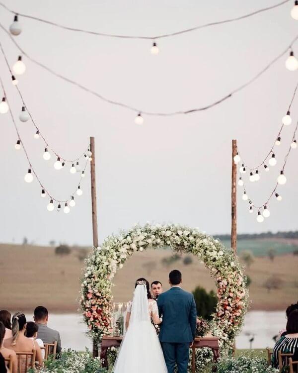 Use o cordão de luz para iluminar o caminho até o altar
