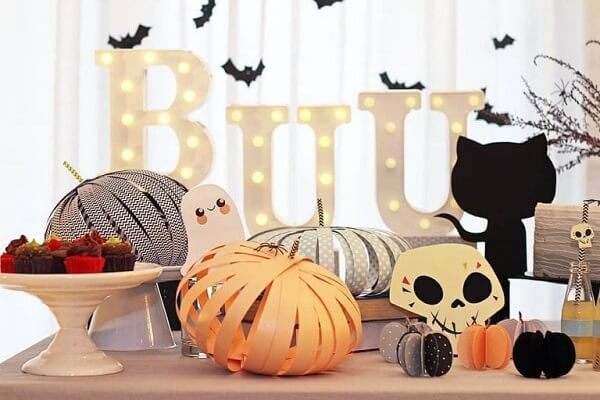 You can decorate yourself with a Halloween pumpkin on paper