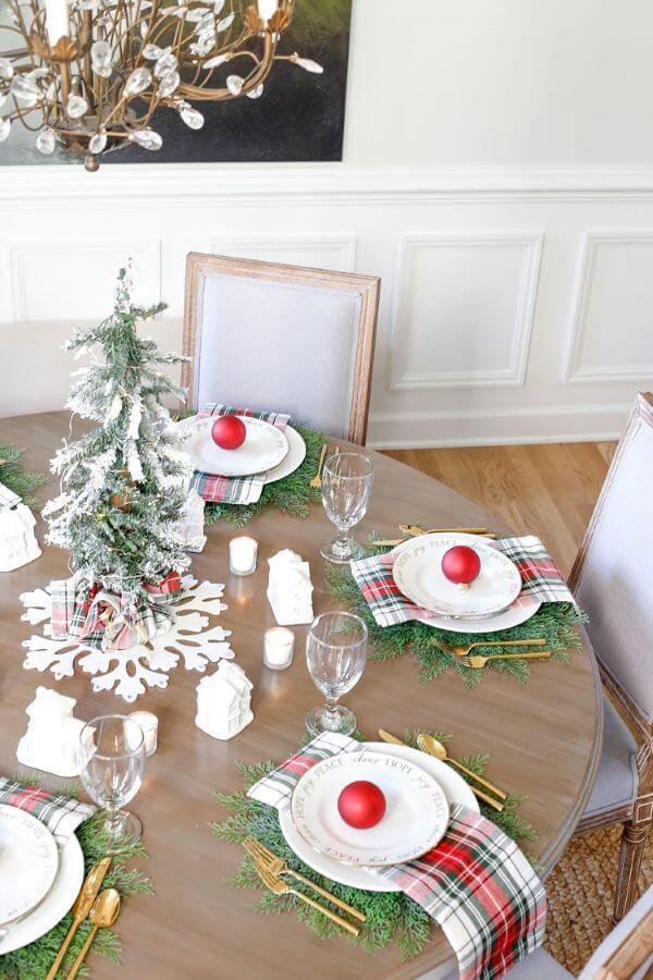 Arranjos de mesa de natal redonda e moderna