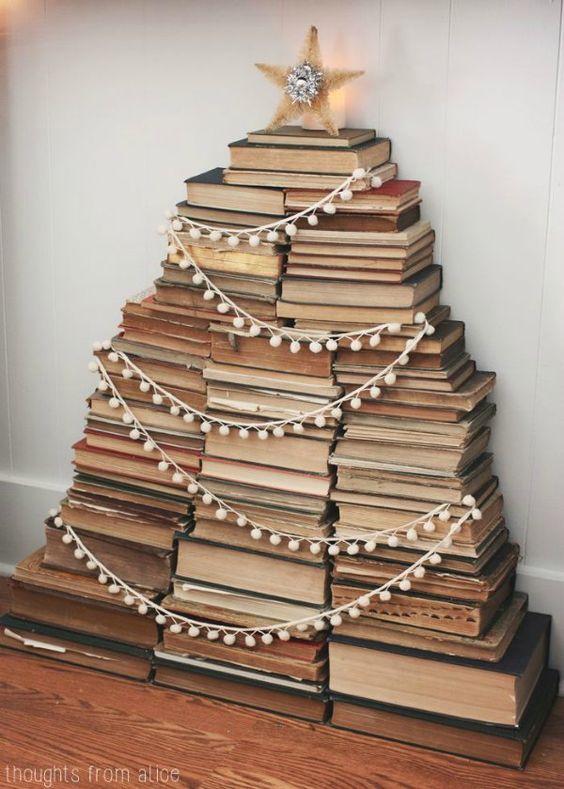 Árvore de natal diferente com livros