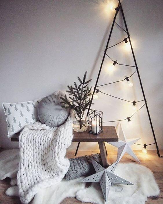 Árvore de natal de ferro com luzes modernas