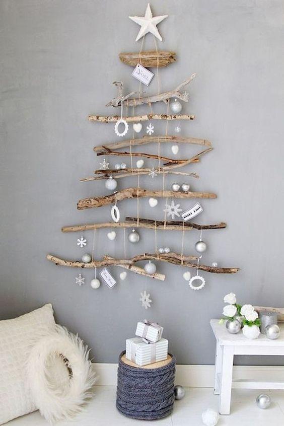 Árvore de natal diferente com madeira