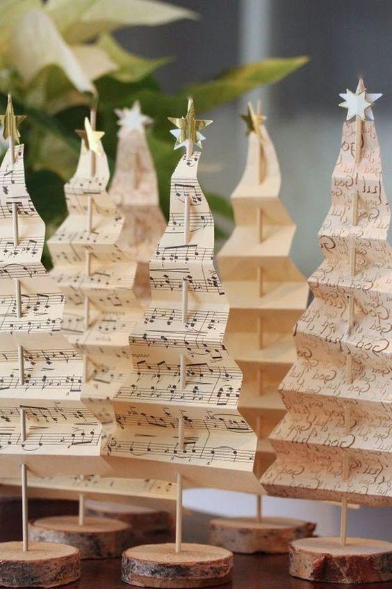 Árvore de natal diferente feita com papel pequeno