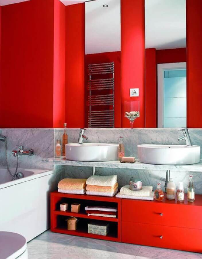 bancada de mármore para decoração de banheiro vermelho e branco  Foto Pinterest