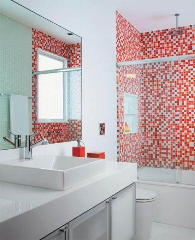 banheiro com pastilha vermelha na área do box Foto Últimas Decoração