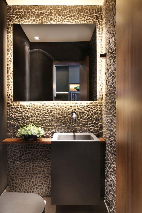 Banheiro com pedras seixo