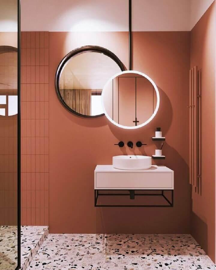 banheiro moderno decorado em tons terrosos Foto Home Designing