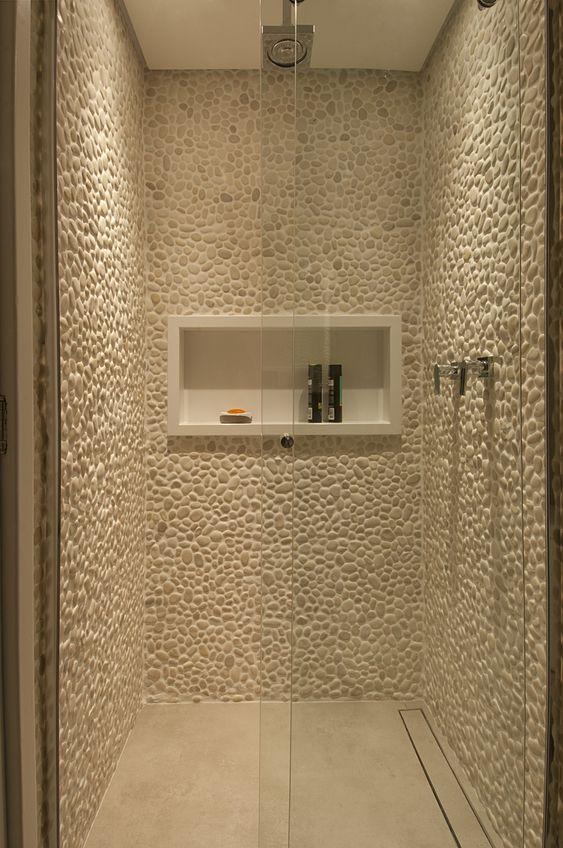 Box banheiro com seixos brancos