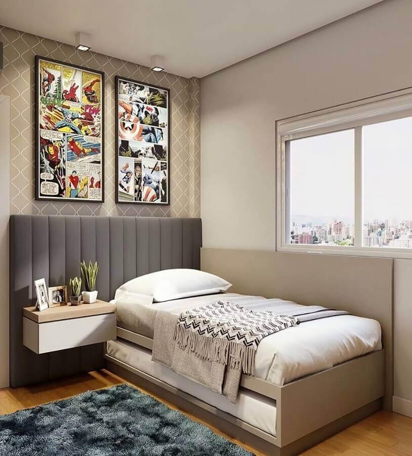 cabeceira cinza solteiro para quarto jovem decorado com quadro geek Foto Jeito de Casa