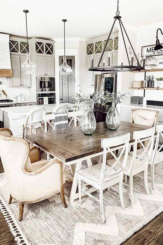 Mesa de jantar com cadeira branca