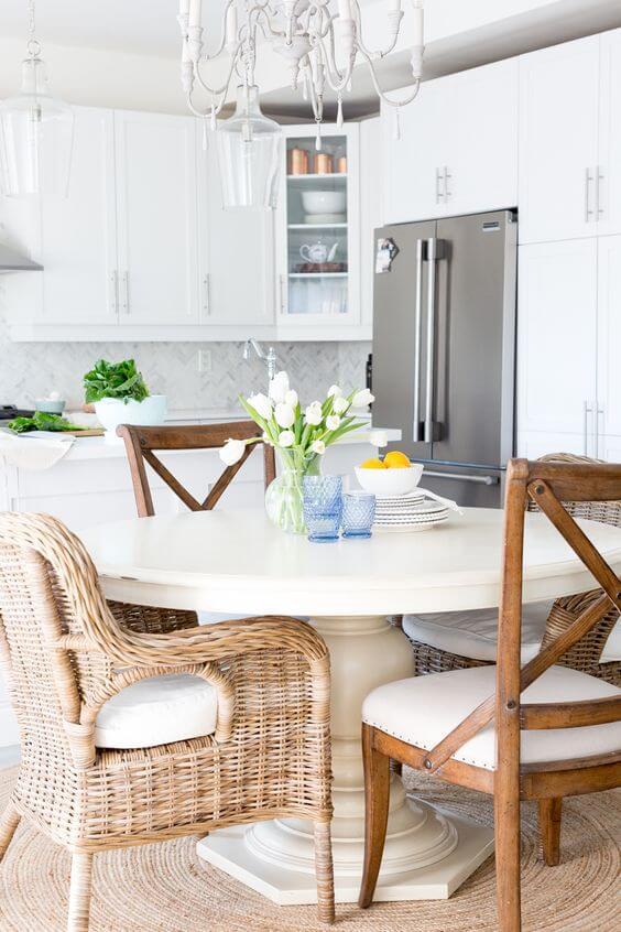 Cadeira paris na cozinha de casa