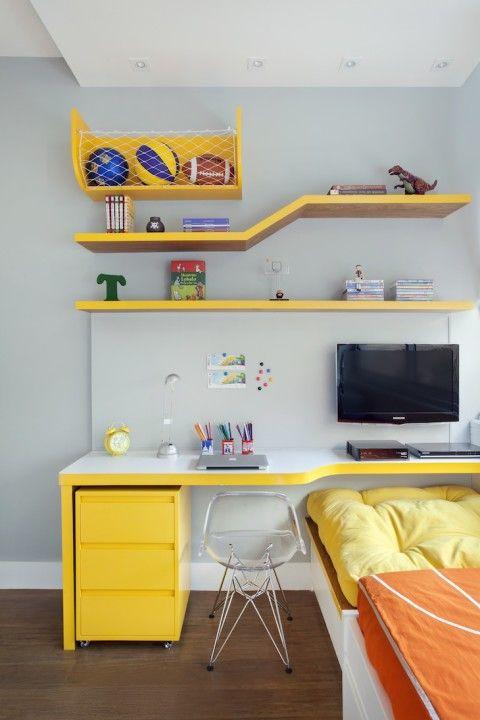 Cama com escrivaninha infantil amarela