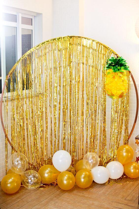 Ceia de reveillon dourada