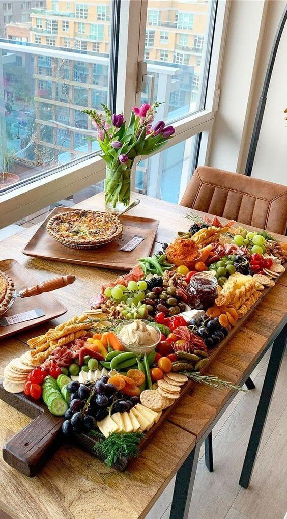Ceia de reveillon com frutas e pães