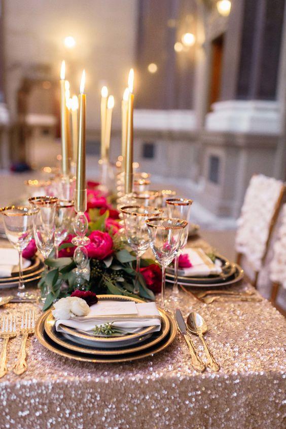 Ceia de reveillon dourada e cor de rosa