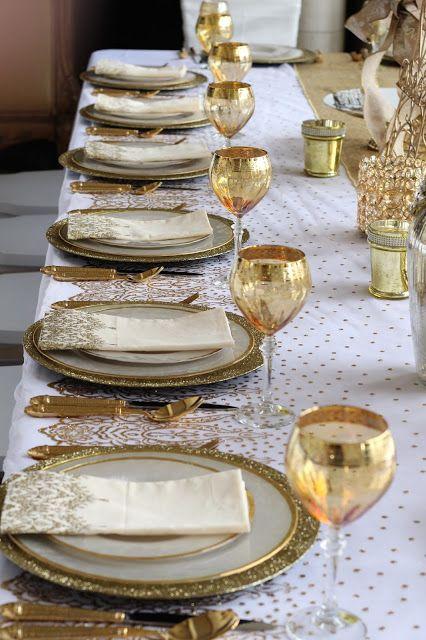 Ceia de reveillon dourada e branca