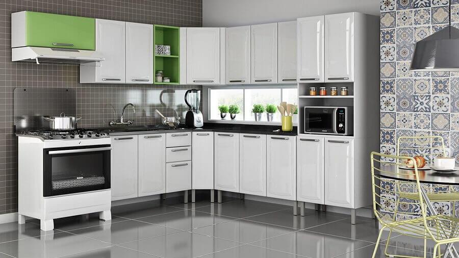 cozinha modulada de canto branca e verde Foto Pinterest