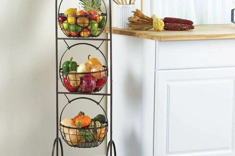decoração charmosa para cozinha branca com fruteira de chão de ferro Foto Costco