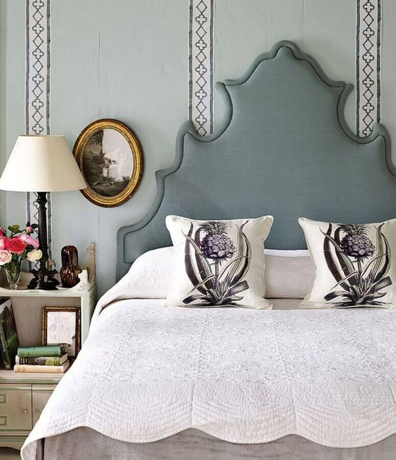 decoração clássica e romântica para quarto com cabeceira estofada cinza  Foto All Decor Boutique