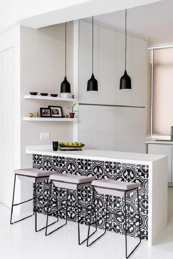 decoração clean com luminária pendente para bancada de cozinha branca Foto Apartment Therapy