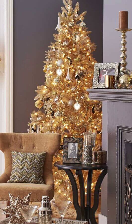 decoration with large golden Christmas tree Foto Deavita