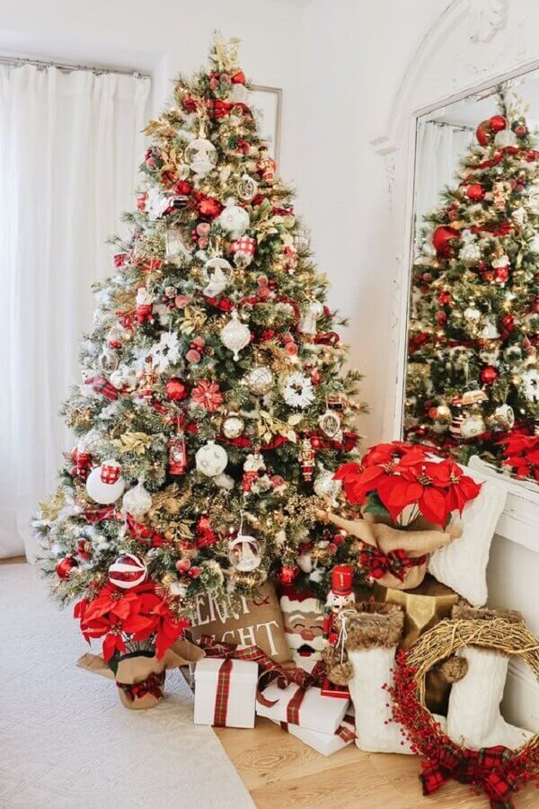 decoration with large and full Christmas tree Photo Pinterest