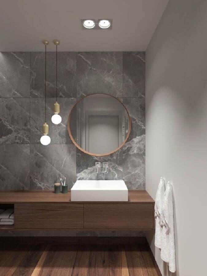 decoração com luminária pendente para bancada de banheiro cinza moderno  Foto Arquitetura Estilo