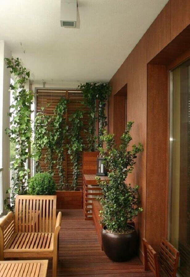 decoração com plantas para varanda de madeira  Foto Deavita