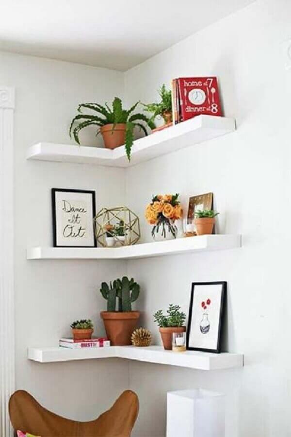 decoração com prateleira de canto para plantas  Foto Home Fashion Trend