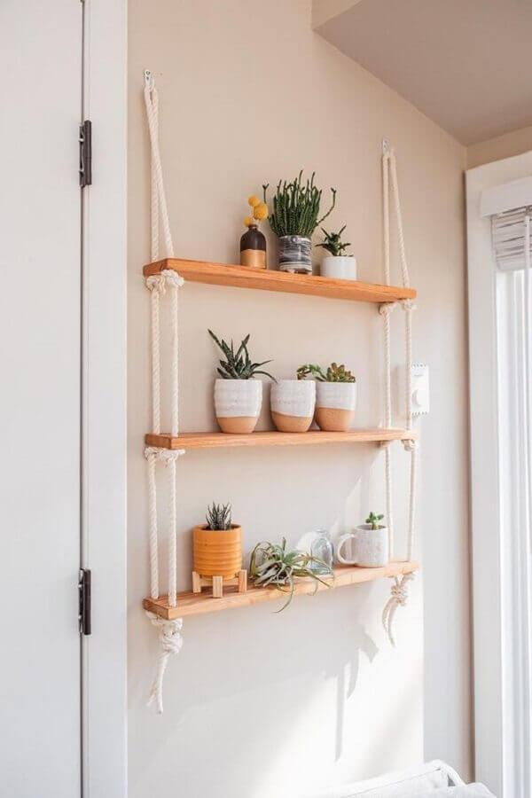 decoração com prateleira suspensa por cordas para plantas Foto Etsy