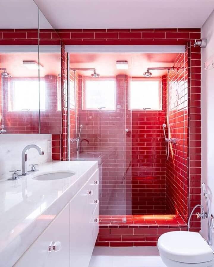 decoração de banheiro vermelho e branco planejado Foto Casa de Valentina